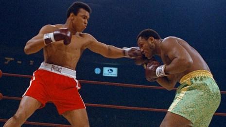 El tres veces campeón de peso pesado del mundo, Muhammad Ali, murió el 3 de junio. Tenía 74 años