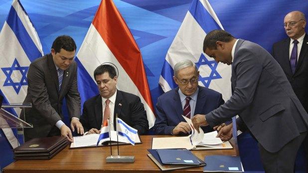 Cartes y Netanyahu en un encuentro en julio de 2016 (EFE)