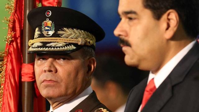 Vladimir Padrino López junto al dictador Nicolás Maduro
