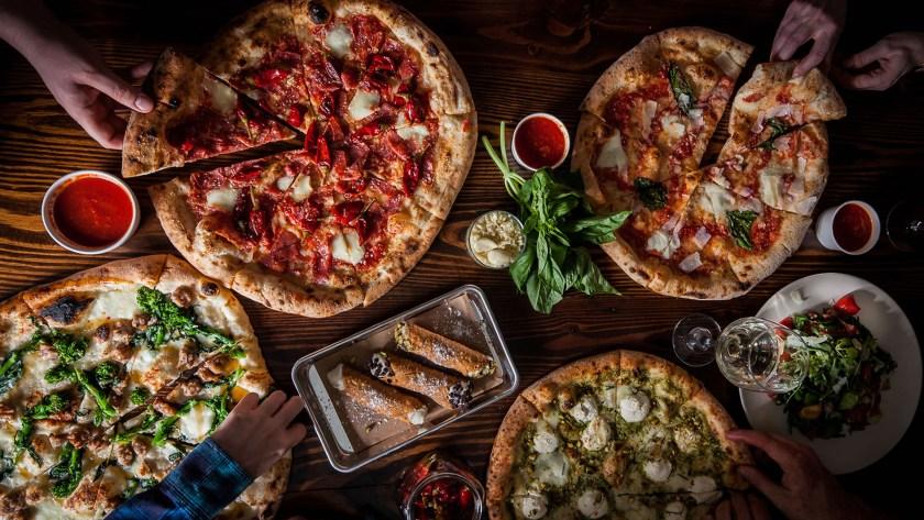 Los negocios de venta de pizza son de los más beneficiados por el evento deportivo (Foto: Archivo)