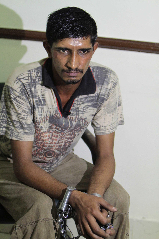 Mubeen Rajhu con las cadenas. Esperará en prisión su sentencia (AP)