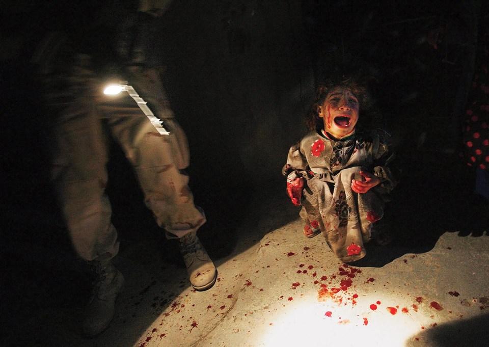 """""""Niña iraquí en puesto de control"""" (Chris Hondros, Irak, 2005)"""