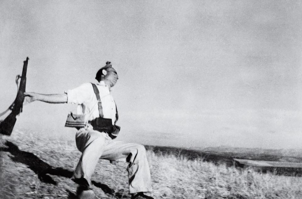 """""""Soldado cayendo"""" (Robert Capa, España, 1936)"""