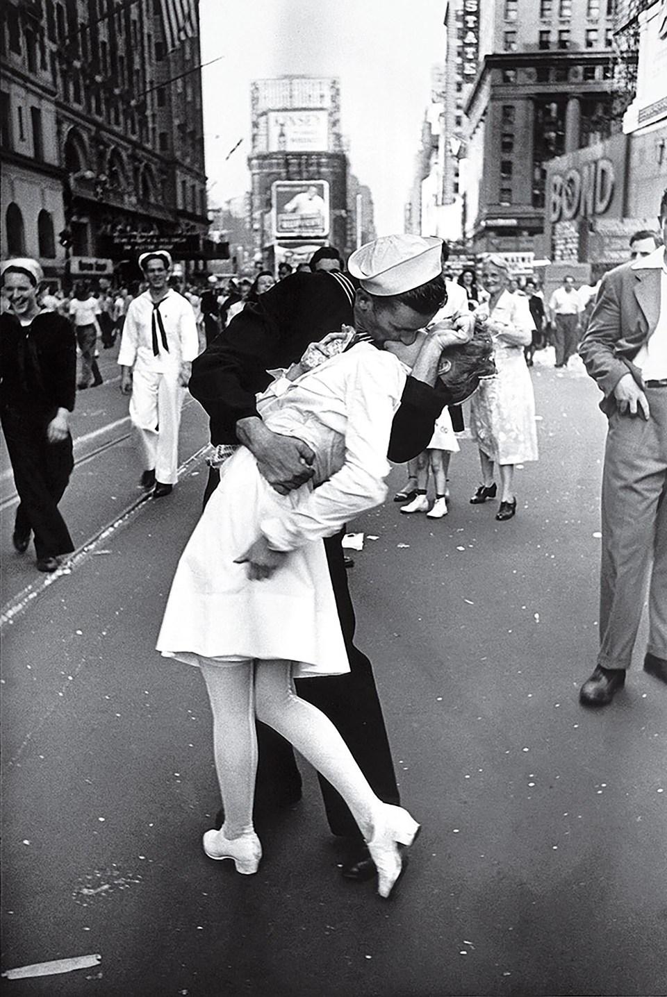 """""""Día de V-J en Times Square"""" (Alfred Eisenstaedt, 1945)"""