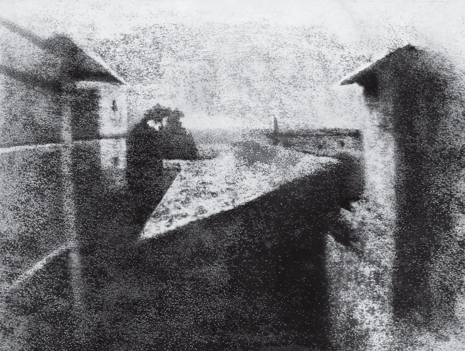 """Vista desde la ventana en Le Gras"" (Joseph Nicéphore Niépce, Francia, circa 1826)"
