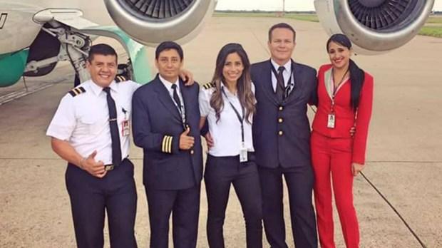 La tripulación de LaMia, antes de subir al avión