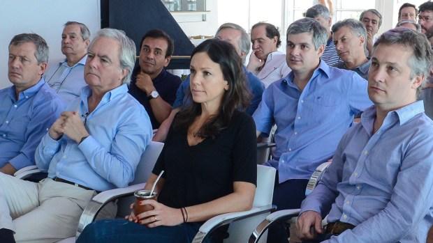 Monzó, Pinedo, Stanley y De Andreis escuchan en primera línea; Marcos Peña y Mauricio Macri, más atrás (Presidencia de la Nación)