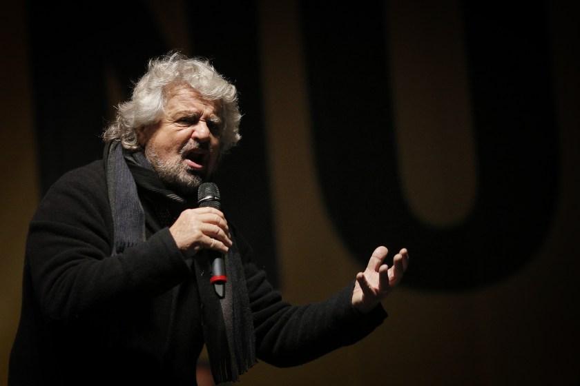 Los insultos del fundador del Movimiento 5 Estrellas, Beppe Grillo, parecen tener raíces en la era cuando Silvio Berlusconi era el primer ministro de Italia. (AFP)