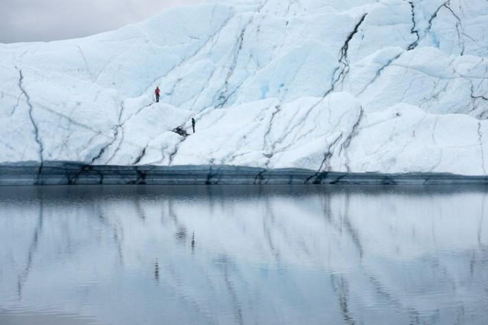 Escalando el hielo en el glaciar Matanuska, el 22 de julio de 2016