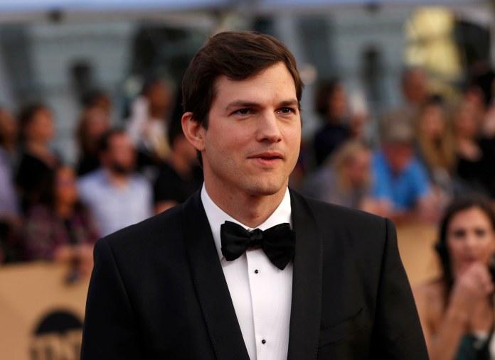 Actor Ashton Kutcher en los premios Screen Actors Guild Awards enLos Angeles, California, U.S., 2017 (REUTERS/Mario Anzuoni)