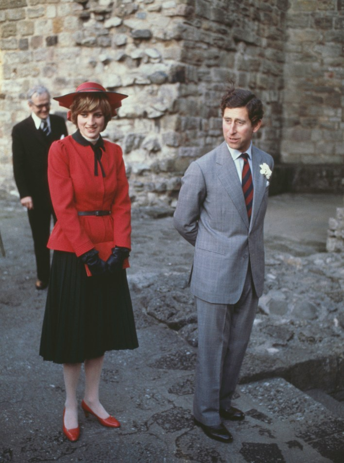 Lady Di y el príncipe Carlos en el castillo Caernarvon, el 27 de octubre de1981. (Hulton Archive/Getty Images)