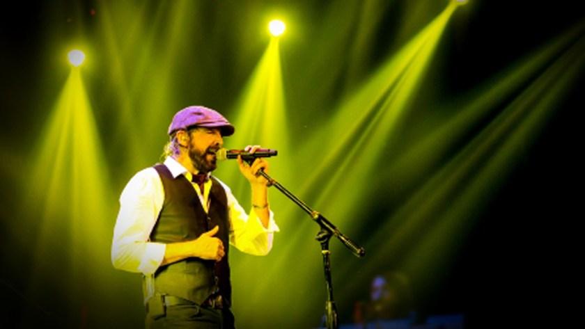 El cantante dio un adelanto de lo que será su nuevo disco (Foto: Especial)