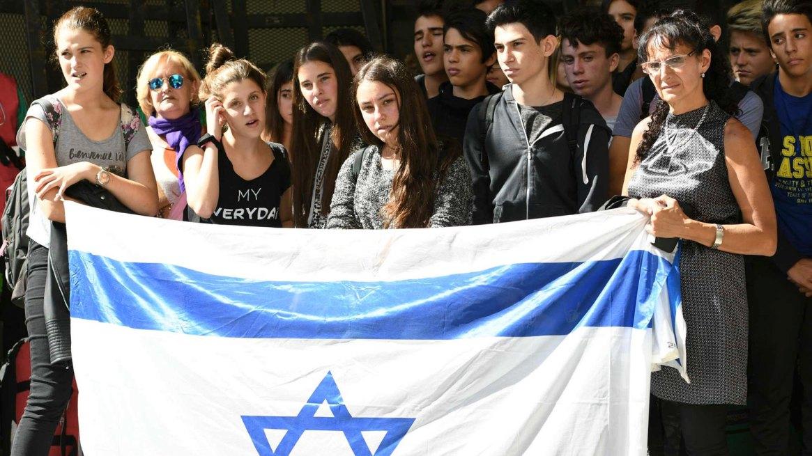 Familiares de las víctimas del atentando, en uno de los actos homenaje