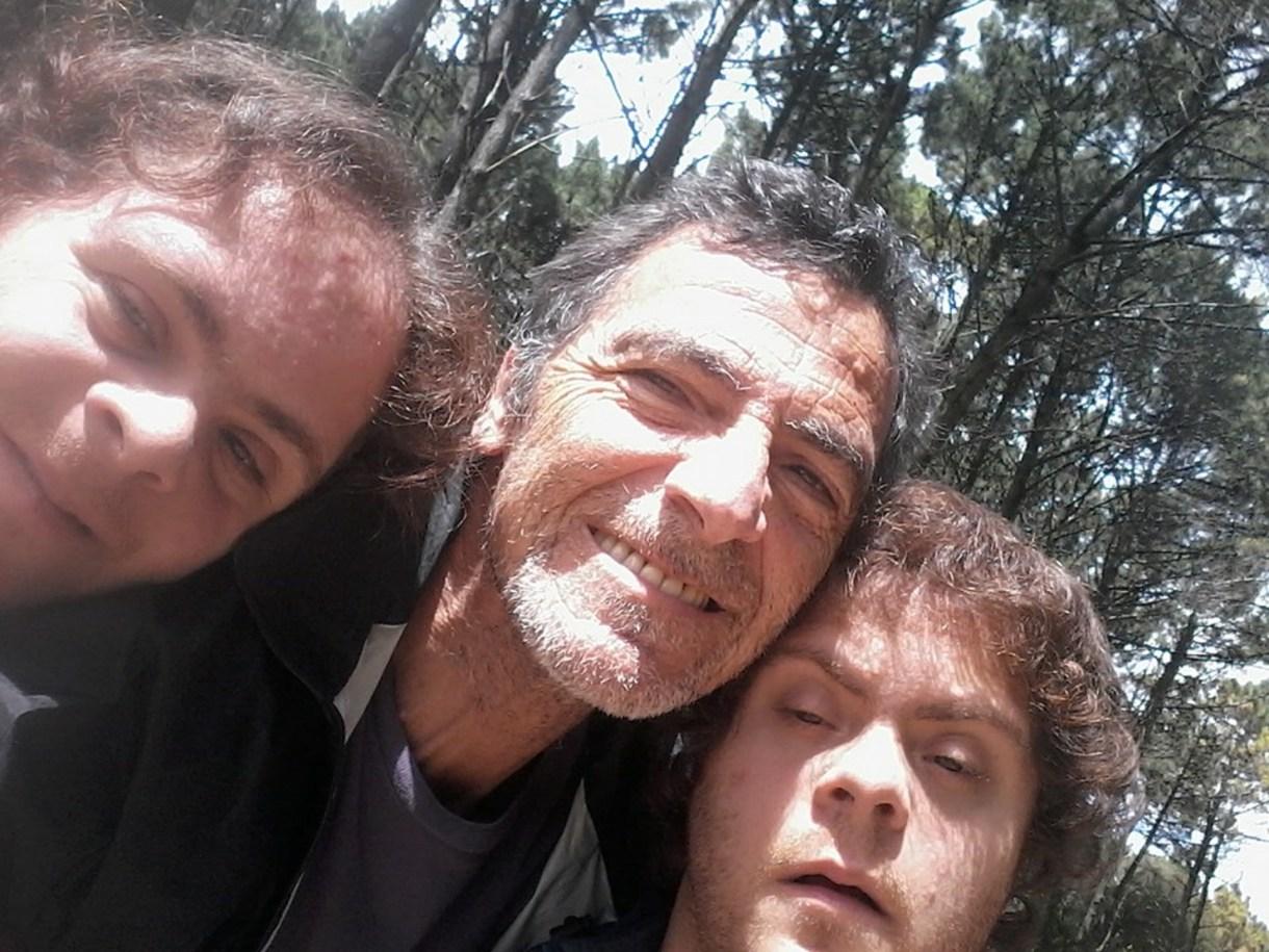 Gustavo Garzón con los mellizos Juan y Mariano