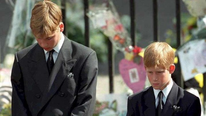 El príncipe William y el príncipe Harry en el funeral de Lady Di (AFP)