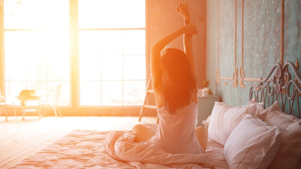 La persona debe intentar despertar naturalmente para tener una nueva meta nocturna (iStock)