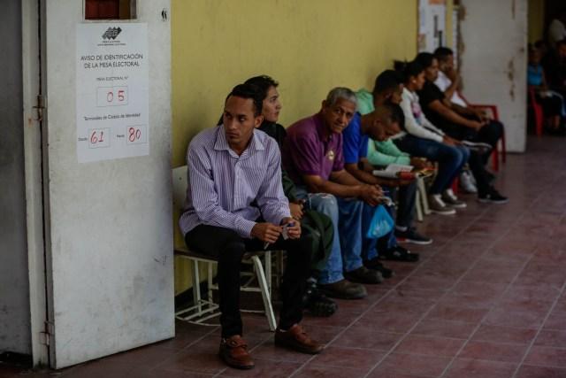 La mayoría de quienes se presentaron a votar eran empleados de dependencias públicas que fueron obligados a asistir (EFE)