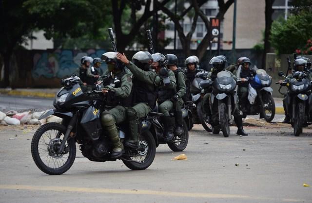 Las fuerzas represivas de Maduro salieron a la caza de manifestantes por todo Venezuela (AFP)
