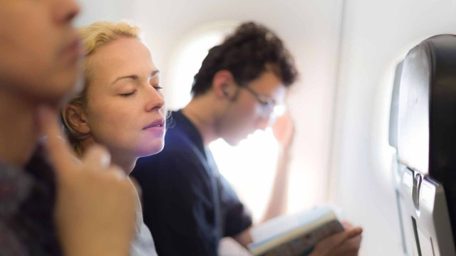 Las aerolíneas contratan a consultores médicos para evuluar si es necesario desviar la ruta de un avión por una emergencia a bordo(iStock)