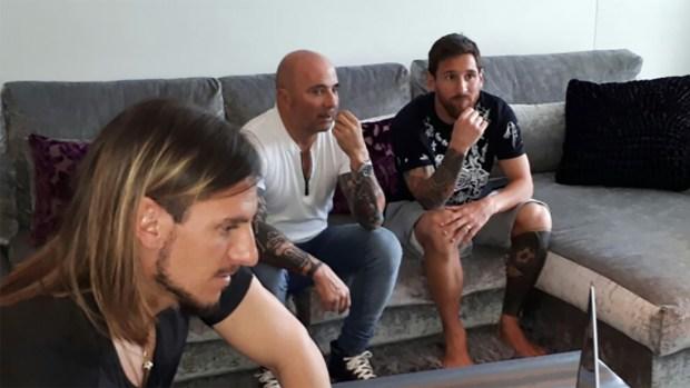 Jorge Sampaoli, acompañado por Sebastian Beccacece, visitó a Lionel Messi en Barcelona