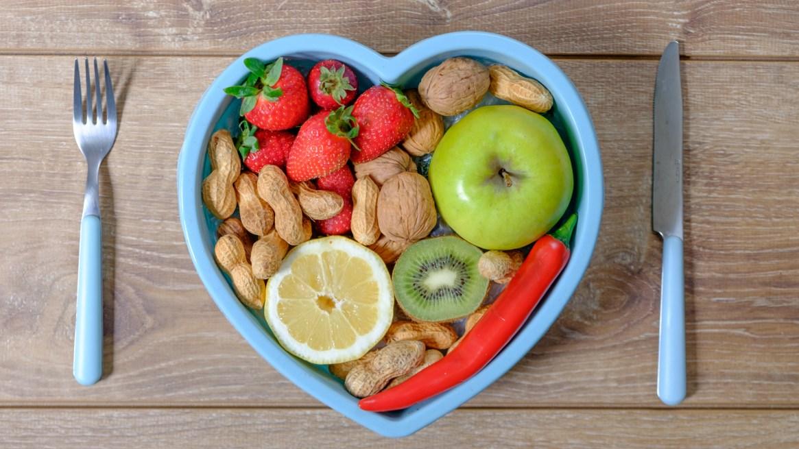 En la Dieta Cetogénica entre la lista de los alimentos permitidos figuran avellanas, aceitunas almendras, huevos. Para Molocznic es ideal para diabéticos y personas que hayan sufrido cáncer (iStock)