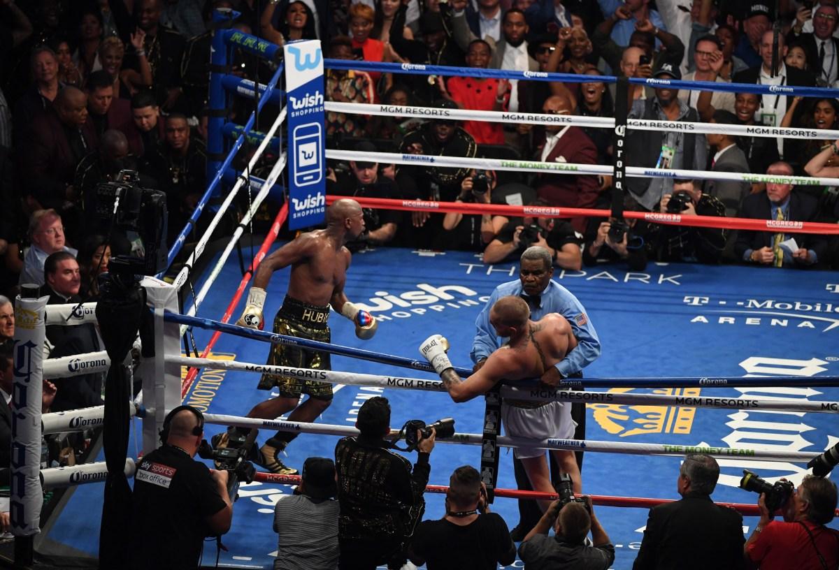 La toma alejada de la última escena del combate en el ring