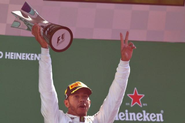 Hamilton festeja su triunfo y ser el nuevo líder del campeonato mundial