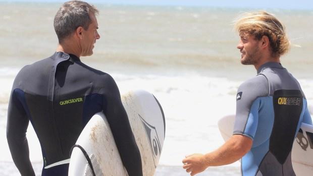 Supo compartir su pasión por el surf con Daniel Orsanic, capitán del equipo de Copa Davis