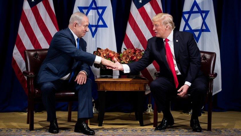 El premier israelí Benjamin Netanyahu junto a Trump (AFP)