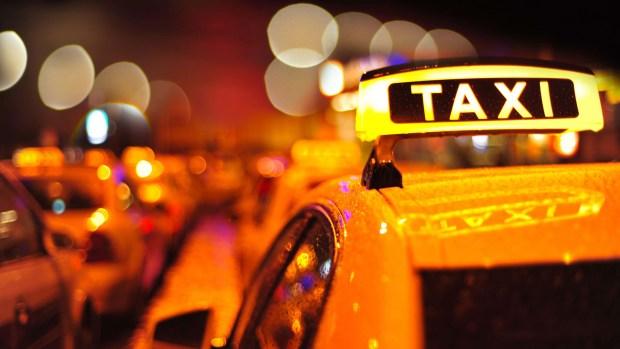 La tarifa nocturna que se aplica a los viajes que se realizan entre las 10 de la noche y las 6 de la mañana y el incremento es del 20%. (iStock)