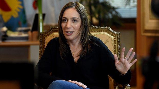 María Eugenia Vidal gesticula durante la charla con Infobae