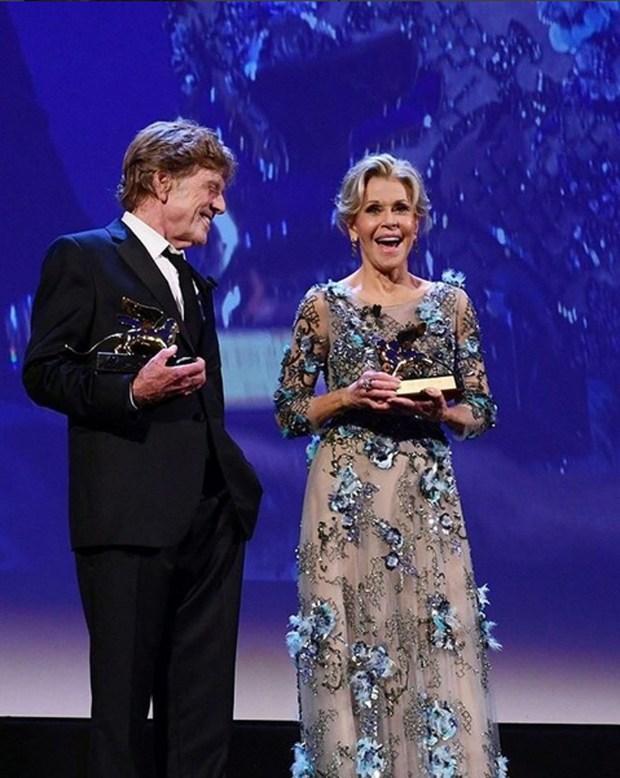 Jane Fonda y Robert Redford protagonizan Nosotros en la noche, una comedia romántica de la tercera edad en Netflix.