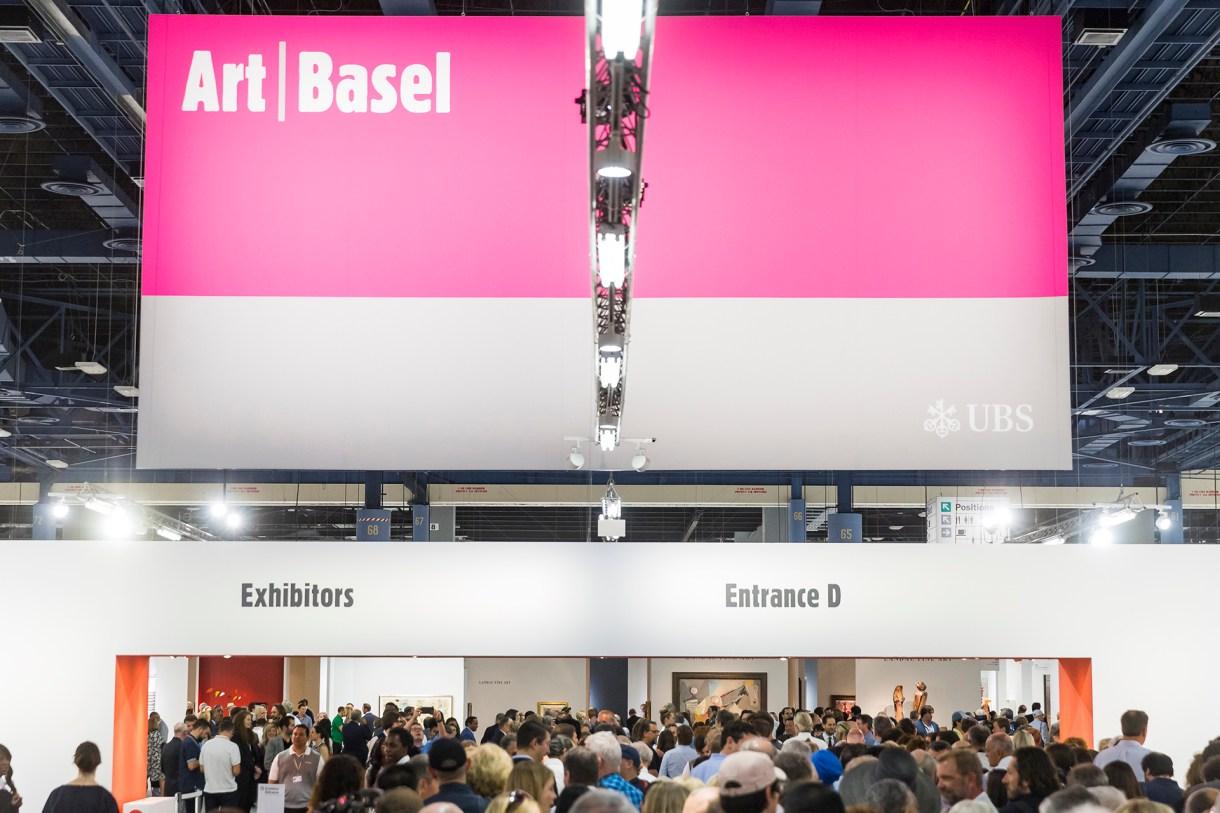 Art Basel atrae a un público estimado en 70.000 personas, que se suman al ajetreo de Miami Beach.