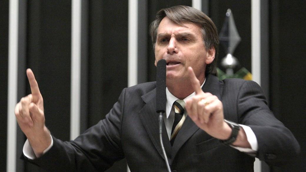 Bolsonaro es también ex militar y ha sido un férreo defensor de la dictadura que gobernó Brasil entre 1964 y 1985