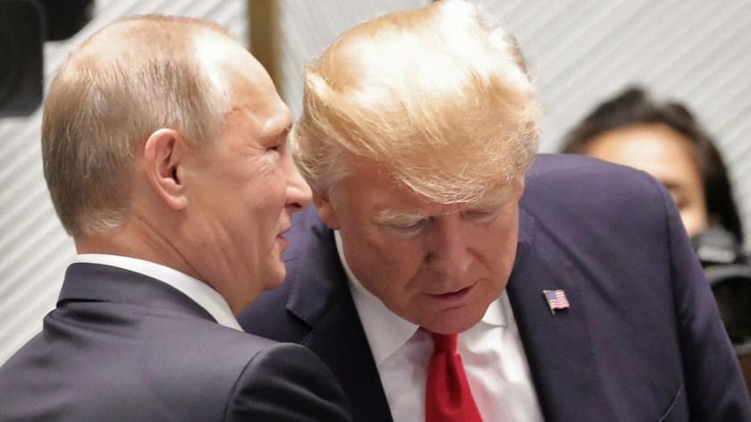 Vladimir Putin junto a Donald Trump. (Reuters)