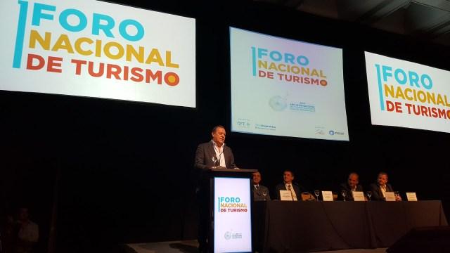 El ministro de Turismo de la Nación, Gustavo Santos, en el Foro Nacional de Turismo