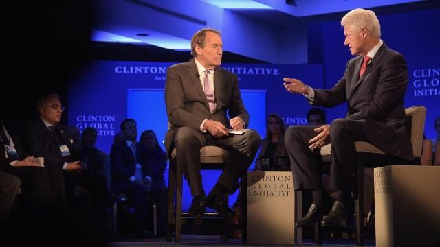 Charlie Rose con el ex presidente Bill Clinton