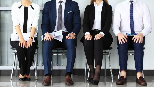 En la sala de espera también es importante mantener la postura, ya que no se sabe quién puede ser el que esté mirando (Getty Images)