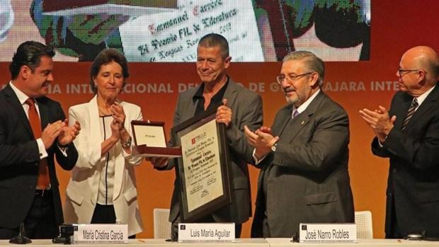 Recibió el Premio de Literatura en Lenguas Romances, en la Feria del Libro de Guadalajara