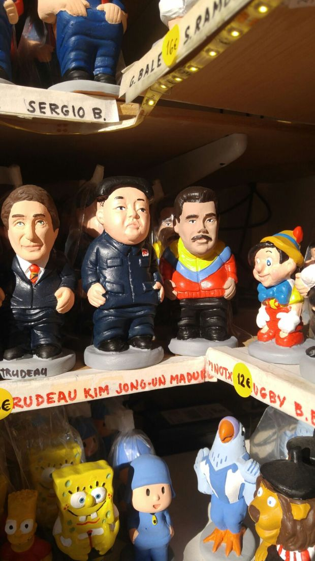Justin Trudeau y los dictadores Kim Jong Un y Nicolás Maduro. A su lado, Pinocho (Infobae)