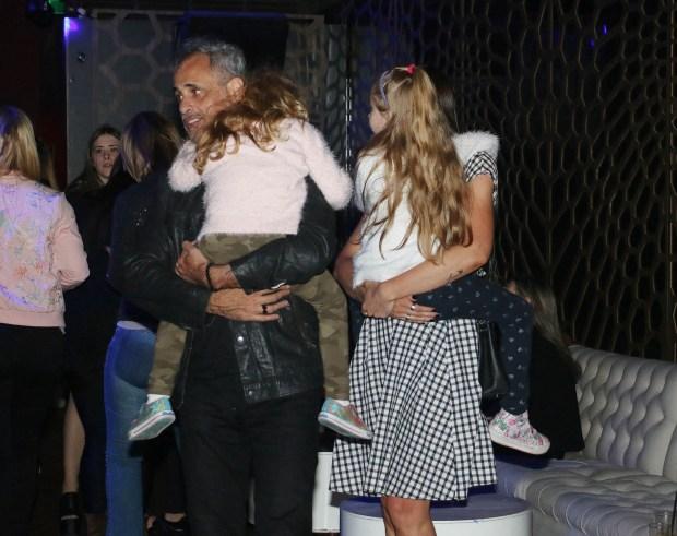 Jorge con Romina y las hijas de ella, Violeta y Emma