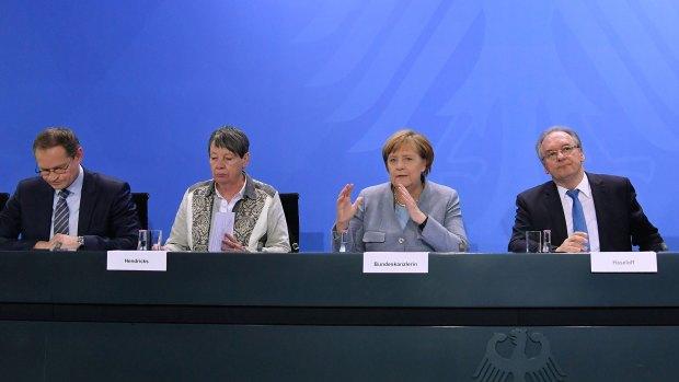 La canciller Angela Merkel anunció el martes un ambicioso plan para disminuir la polución urbana (AFP)