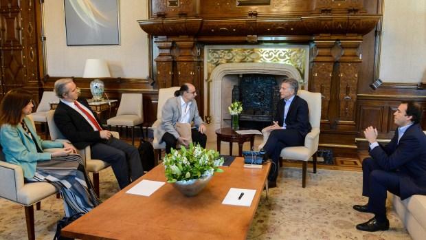 El presidente Mauricio Macri se interioriza del proyecto de páncreas artificial con sus desarrolladores
