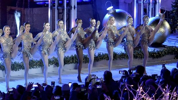 La 85ma ceremonia anual fue televisada por la NBC e incluyó presentaciones en vivo de Brett Eldredge, Leslie Odom Jr., Pentatonix, Train, Harry Connick Jr. y las Rockettes de Radio City