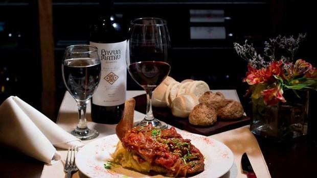 Además del tango, también se homenajea a la clásica oferta gastronómica de estilo bodegón.