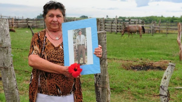 Elma Pelozo con la foto de su hijo Gabino Ruiz Díaz (Foto: Alejandro Carra)