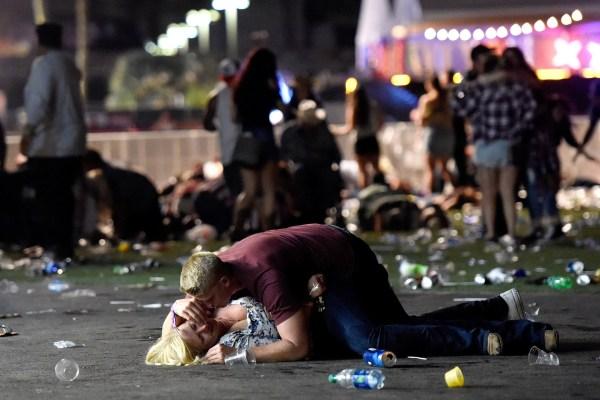 1/10 Un hombre disparo sobre los concurrente a un festival de música country en Las Vegas y mató a 58 personas