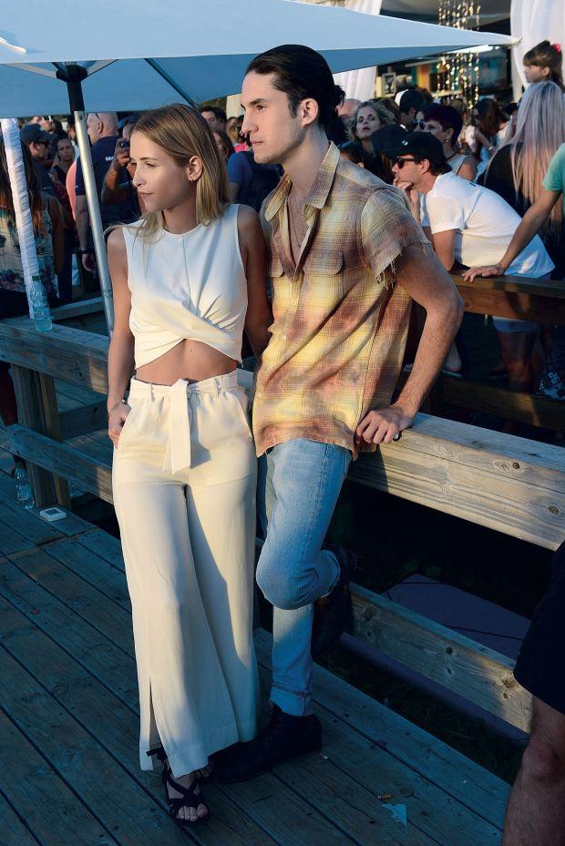Su hermano Francisco con su novia Martina Villar. Fotos: Ale Carra/GENTE y Enjoy Punta del Este.