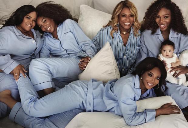 Serena Williams posa con su hija en brazos, su mamá y sus hermanas Venus, Isha y Lyn . Foto Instagram Serena Williams