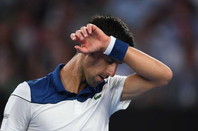 EPA1772. MELBOURNE (AUSTRALIA), 22/01/2018.- El tenista serbio Novak Djokovic reacciona durante su partido de la cuarta ronda del Abierto de Australia contra el surcoreano Hyeon Chung, en Melbourne, Australia, hoy 22 de enero de 2018. EFE/ Lukas Coch PROHIBIDO SU USO EN AUSTRALIA Y NUEVA ZELANDA
